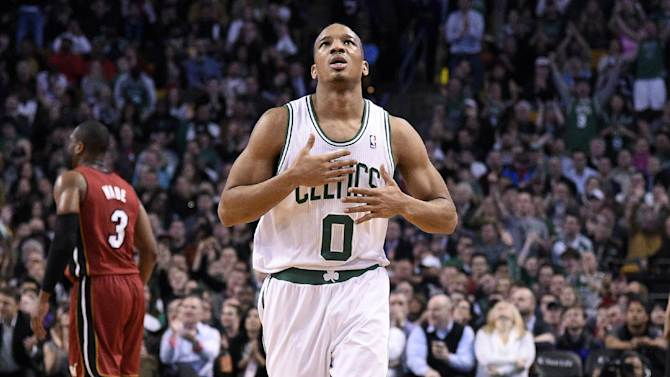 Rondo's 2 late baskets lift Celts over Heat 101-96