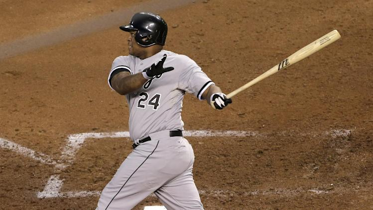 Viciedo's slam powers White Sox past Royals, 5-2