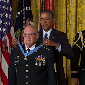 Obama awards Medal of Honor to Vietnam veteran