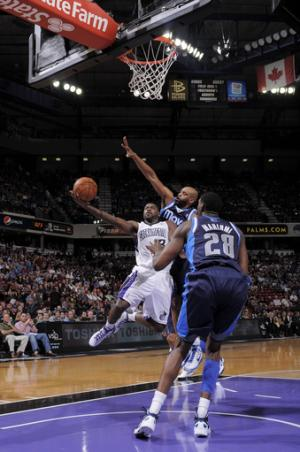 Kings end 10-game skid vs. Mavs with 110-97 win
