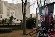 Pakistan court extends ultimatum to PM Ashraf