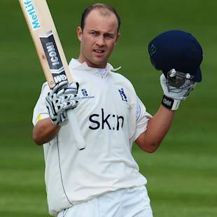 Trott to return for Warwickshire in April