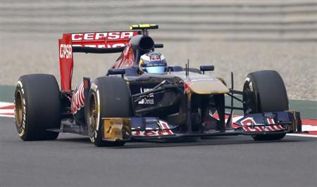 Toro Rosso Formula One driver Daniel Ricciardo of Australia drives during the Indian F1 Grand Prix at the Buddh International Circuit in Greater Noida, on the outskirts of New Delhi, October 27, 2013.