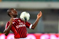 AC Milan&#39;s Dutch midfielder Clarence Seedorf controls the ball during the Italian Serie A football match between Chievo and AC Milan at the Bentegodi Stadium in Verona on April 10, 2012. AFP PHOTO / GIUSEPPE CACACE
