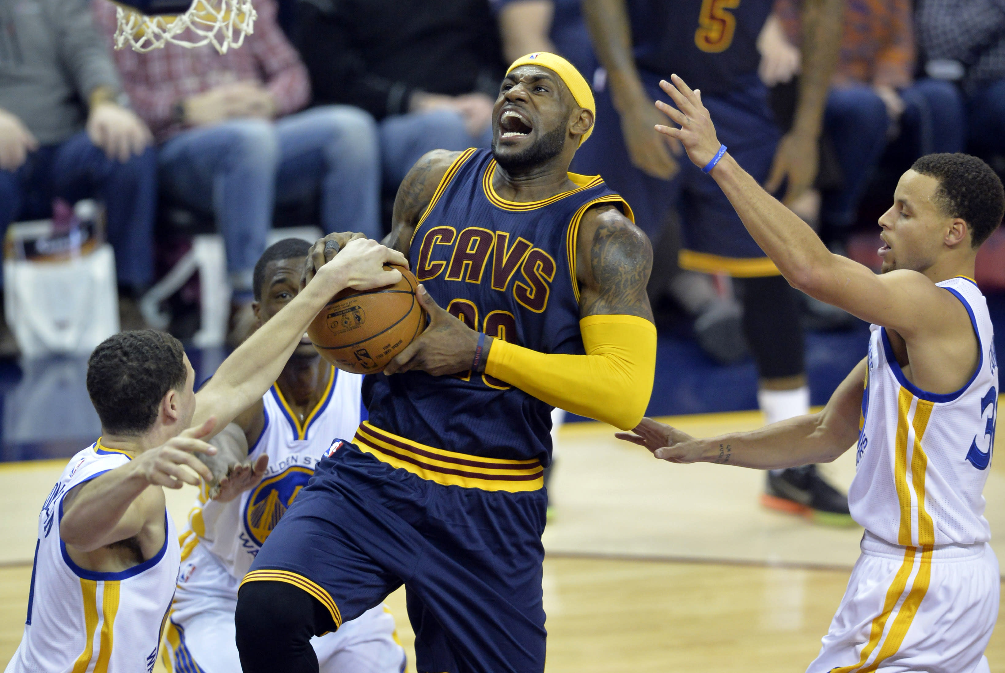 LeBron dominates with season-high 42 points, Cavs handle Warriors