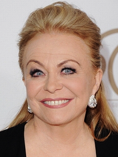 Jacki Weaver Joins CBS Comedy Pilot 'The McCarthys'