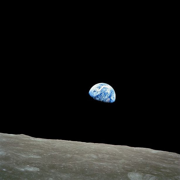 600px-NASA-Apollo8-Dec24-Earthrise-615.jpg