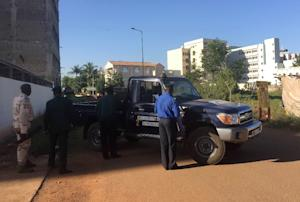 Malian security forces take position near the Radisson …