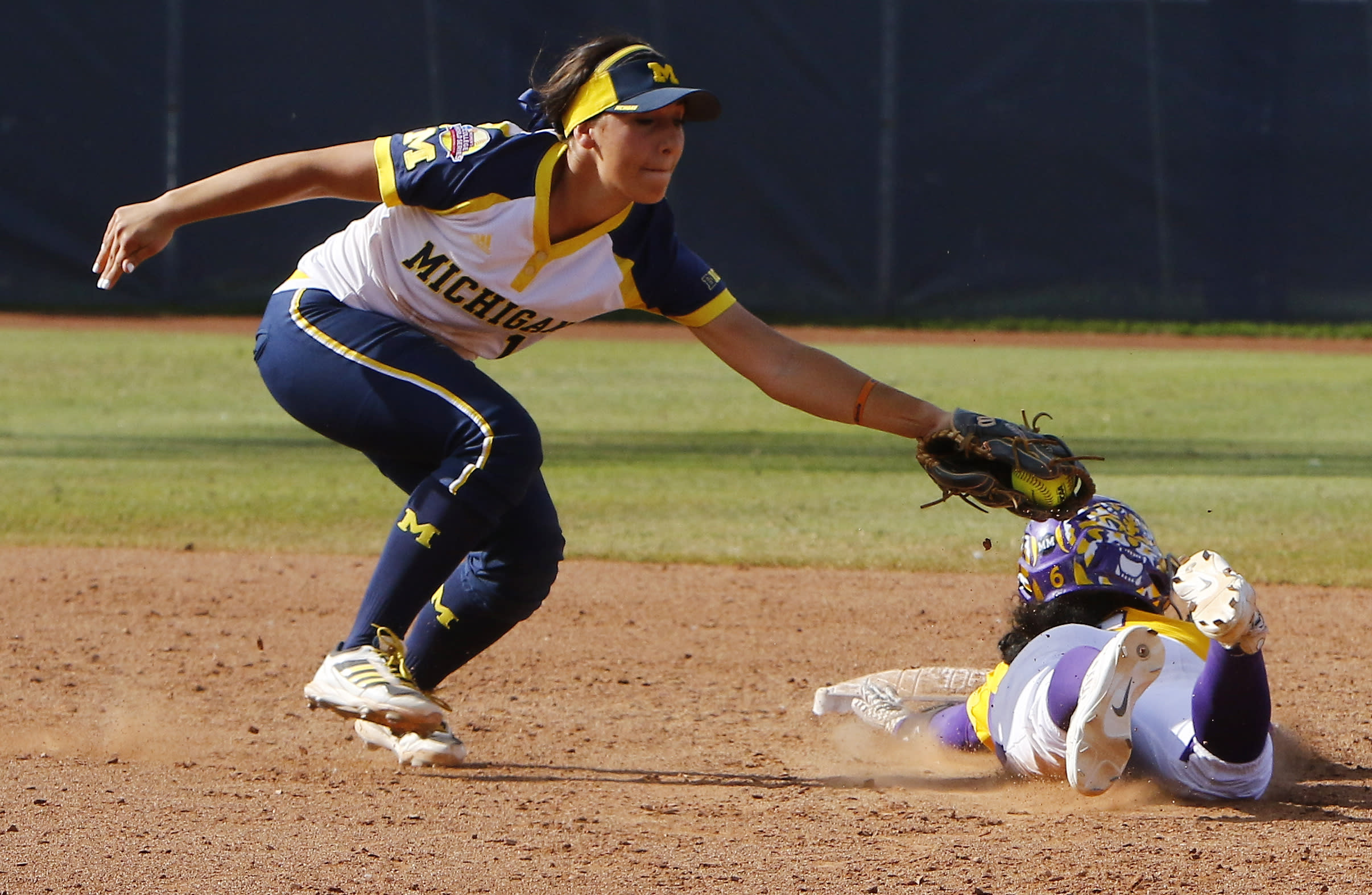 Michigan beats LSU 6-3, advances to championship series