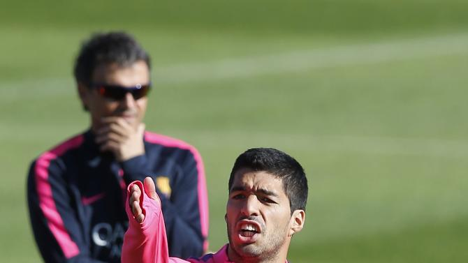 Barcelona's coach Luis Enrique (L) looks on as Luis Suarez gestures to his teammate during a training session at Ciutat Esportiva Joan Gamper in Sant Joan Despi