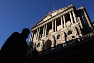 <p>A city worker walks past the Bank of England in central London, 2011. Bank of England policymakers voted 5-4 against pumping the recession-hit economy with more new cash under its Quantitative Easing (QE) programme.</p>