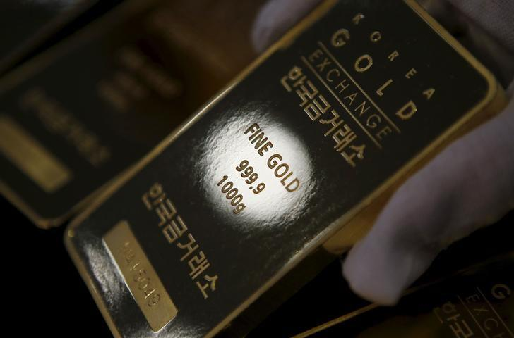 Gold drops from 3-month high on profit taking