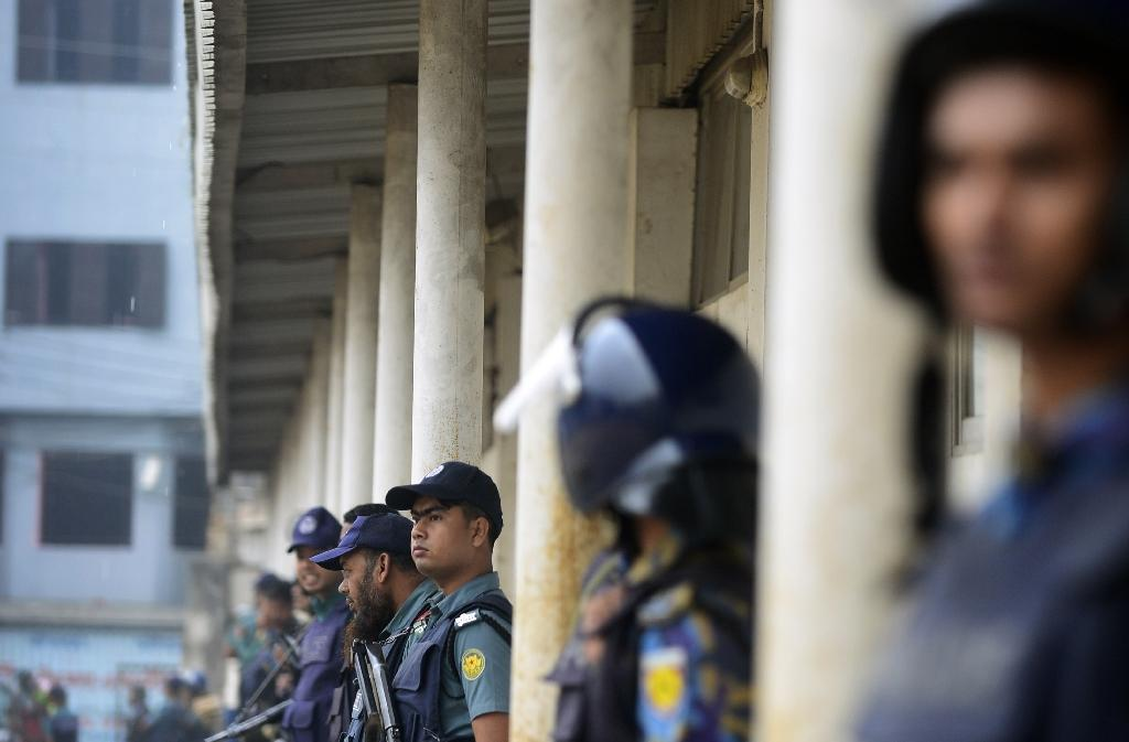 Diplomats seek end to Bangladesh unrest as Zia misses court