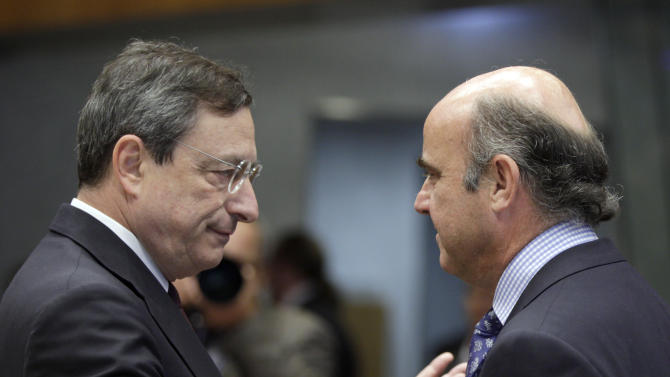 Spain's Economy Minister Luis de Guindos, right, speaks with European Central Bank President Mario Draghi during a meeting of eurozone finance ministers in Luxembourg on Thursday, June 21, 2012. As the cracks in the euro currency seem to grow even wider, finance ministers from the 17 countries that use the currency brainstorm Thursday on how to stabilize it. (AP Photo/Virginia Mayo)