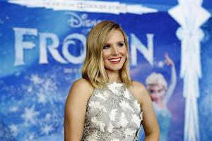 """Bell poses at the premiere of """"Frozen"""" at El Capitan theatre in Hollywood"""