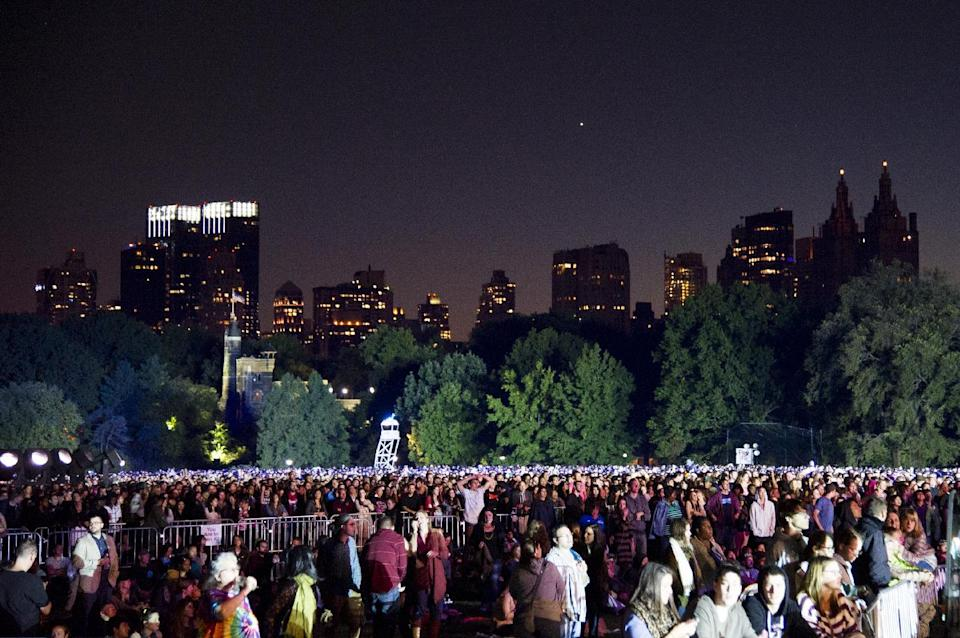 The crowd fills Central Park's Great Lawn at the Global Citizen Festival on Saturday, Sept. 28, 2013 in New York. (AP Photo/unite4:good, Charles Sykes)