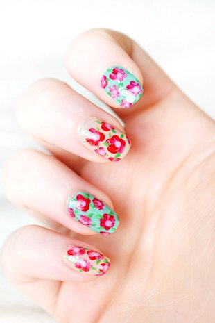 7 Floral Designs for Your Nails