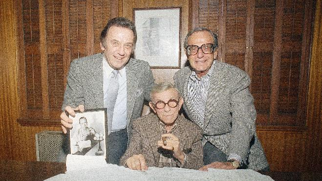 "FILE - This Nov. 19, 2984 file photo shows actor George Burns, center, with comedian Norm Crosby, left, and manager Irving Fein. Fein, a producer and manager who steered the careers of George Burns and Jack Benny and nicknamed actress Lana Turner ""the Sweater Girl,"" died Aug. 10, 2012 of an age-related illness.  He was 101. (AP Photo/Reed Saxon, file)"