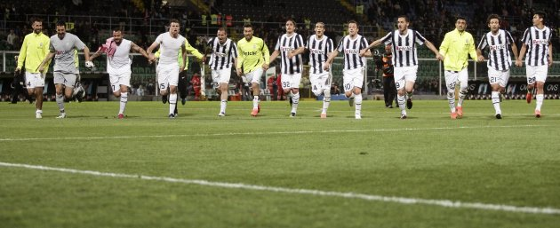 Juventus' players celebrate at end of their Italian Serie A soccer match against Palermo at the Renzo Barbero stadium in Palermo