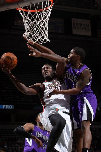 Jennings, Ellis lead Bucks in 98-85 win over Kings