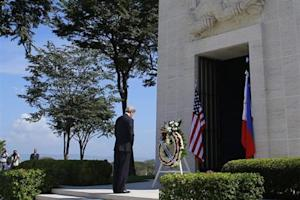 U.S. Secretary of State John Kerry lays a wreath at the Manila American Cemetery in Manila December 17, 2013. REUTERS/Brian Snyder