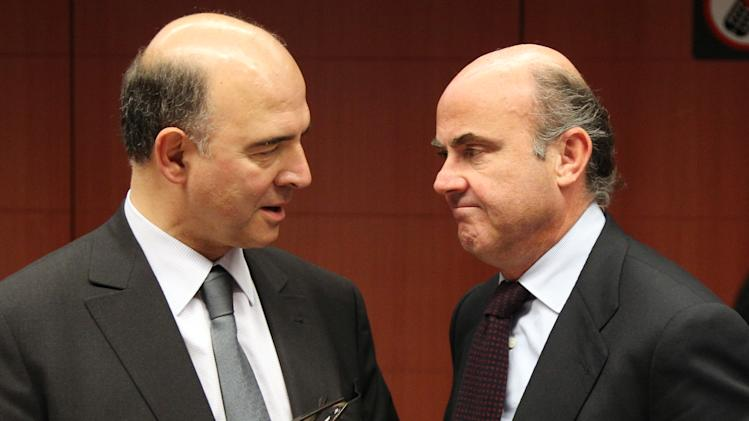 Spanish Economy Minister Luis de Guindos Jurado, right, talks with French Finance Minister Pierre Moscovici, during the Eurogroup meeting, at the European Council building in Brussels, Monday, Dec. 3, 2012. Details of a plan for Greece's to reduce its heavy debt by buying some of it back at bargain prices will be presented Monday in Brussels to finance ministers from the 17 European Union countries that use the euro. (AP Photo/Yves Logghe)