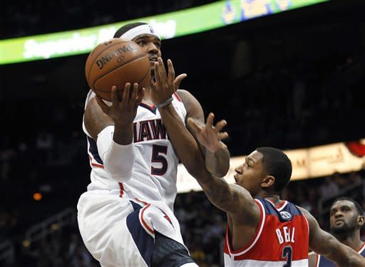 Josh Smith, Hawks hold off Wizards, 104-95