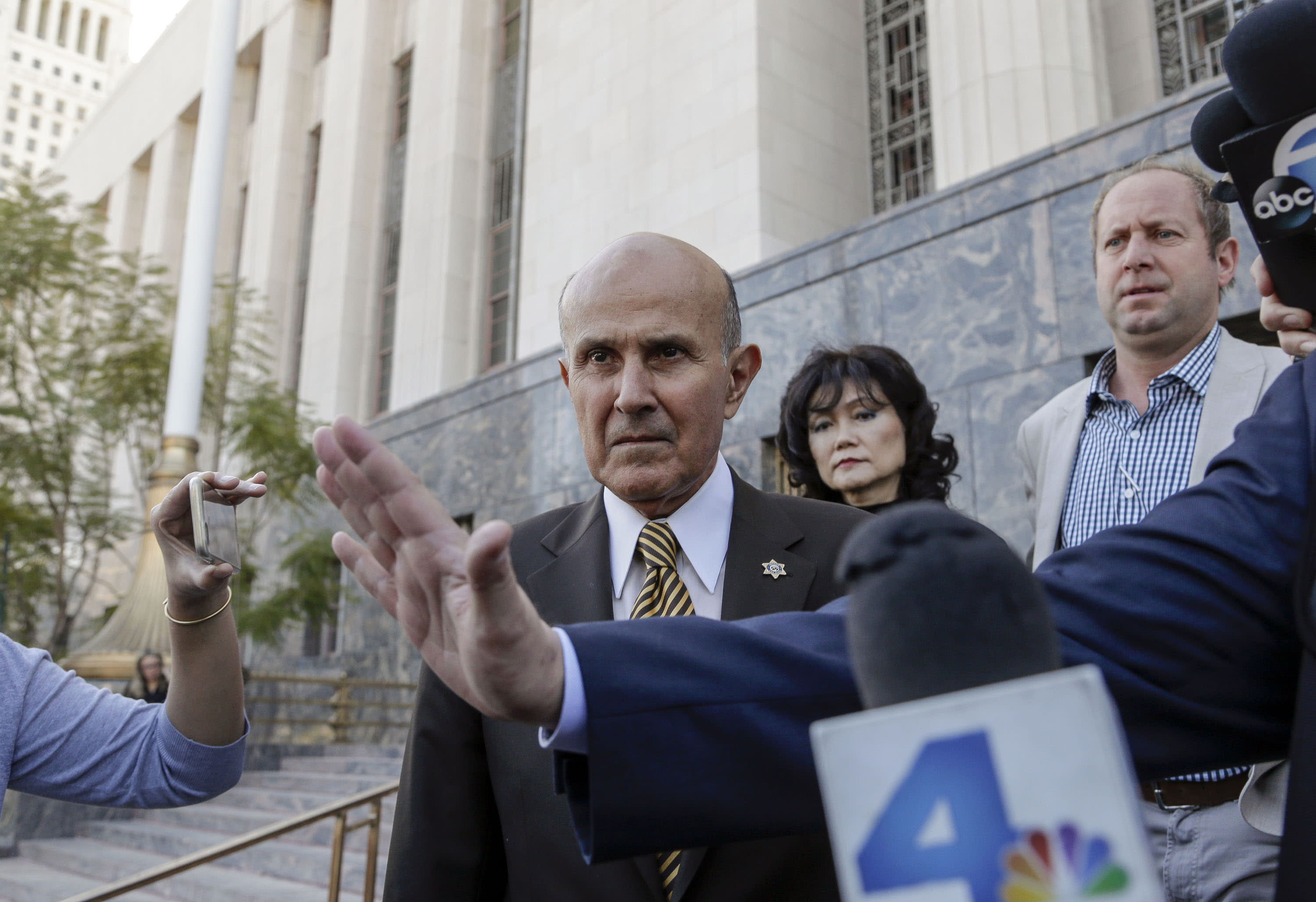 Ex-LA sheriff pleads guilty to lying during corruption probe