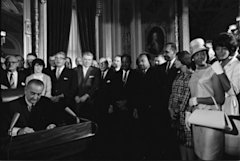 LyndonJohnson_signs_Voting_Rights_Act_of_1965