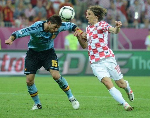 El croata Luka Modric (D) durante un partido de Croacia contra Espaa de la Eurocopa el 18 de junio