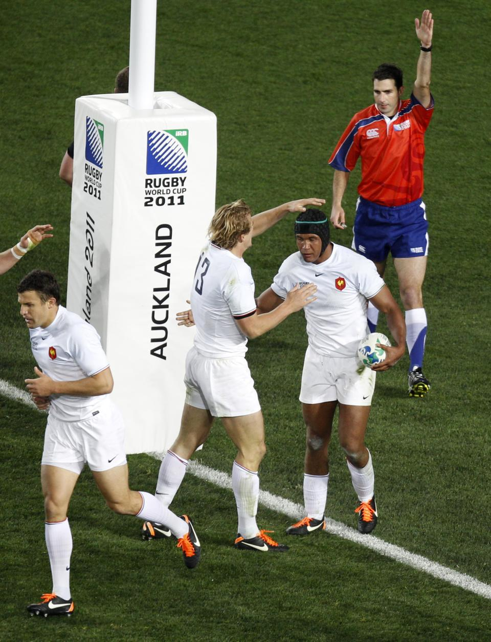 France's Thierry Dusautoir, second from right,  is congratulated by teammate Aurelien Rougerie after scoring a try during their Rugby World Cup final against the New Zealand All Blacks at Eden Park in Auckland, New Zealand, Sunday, Oct. 23, 2011. (AP Photo/Dita Alangkara)