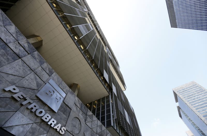 Brazilian lawmakers urge indictments in Petrobras scandal
