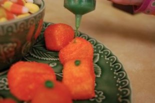 Use green icing for the stems.