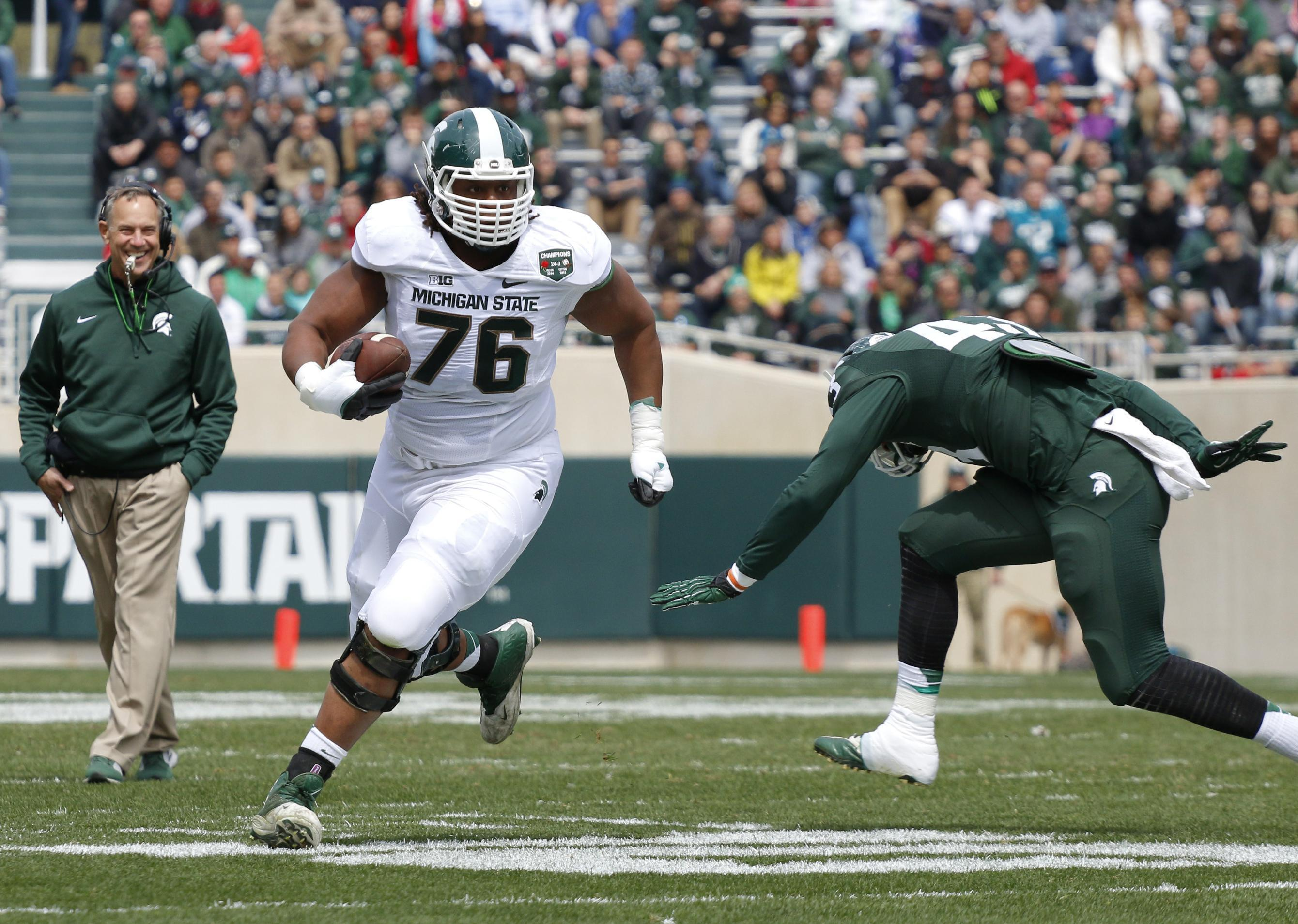 Michigan State ran back-to-back plays for offensive linemen (Video)