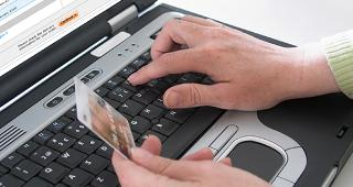 Online purchase with credit card copyright Ingvald Kaldhussater/Shutterstock.com