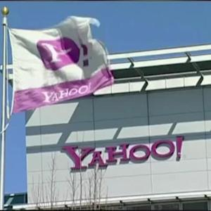 Yahoo To Axe Log-in With Facebook, Google Accounts
