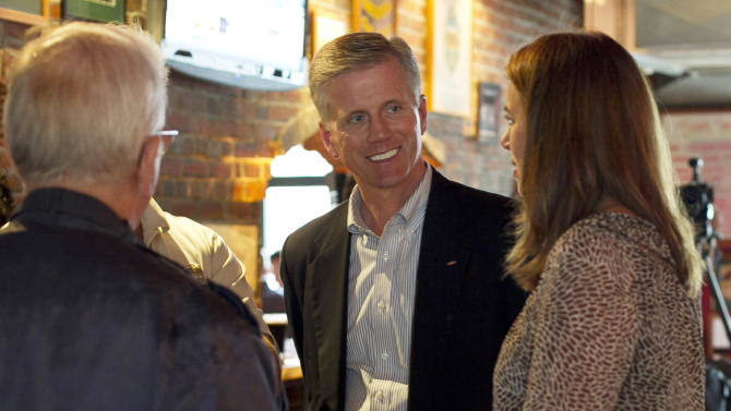 Republican candidate for U.S. Senate Charlie Summers, center, chats with his wife, Ruth, during a campaign stop at a Gritty McDuff's pub, Thursday, Oct. 4, 2012, in Portland, Maine. (AP Photo/Robert F. Bukaty)