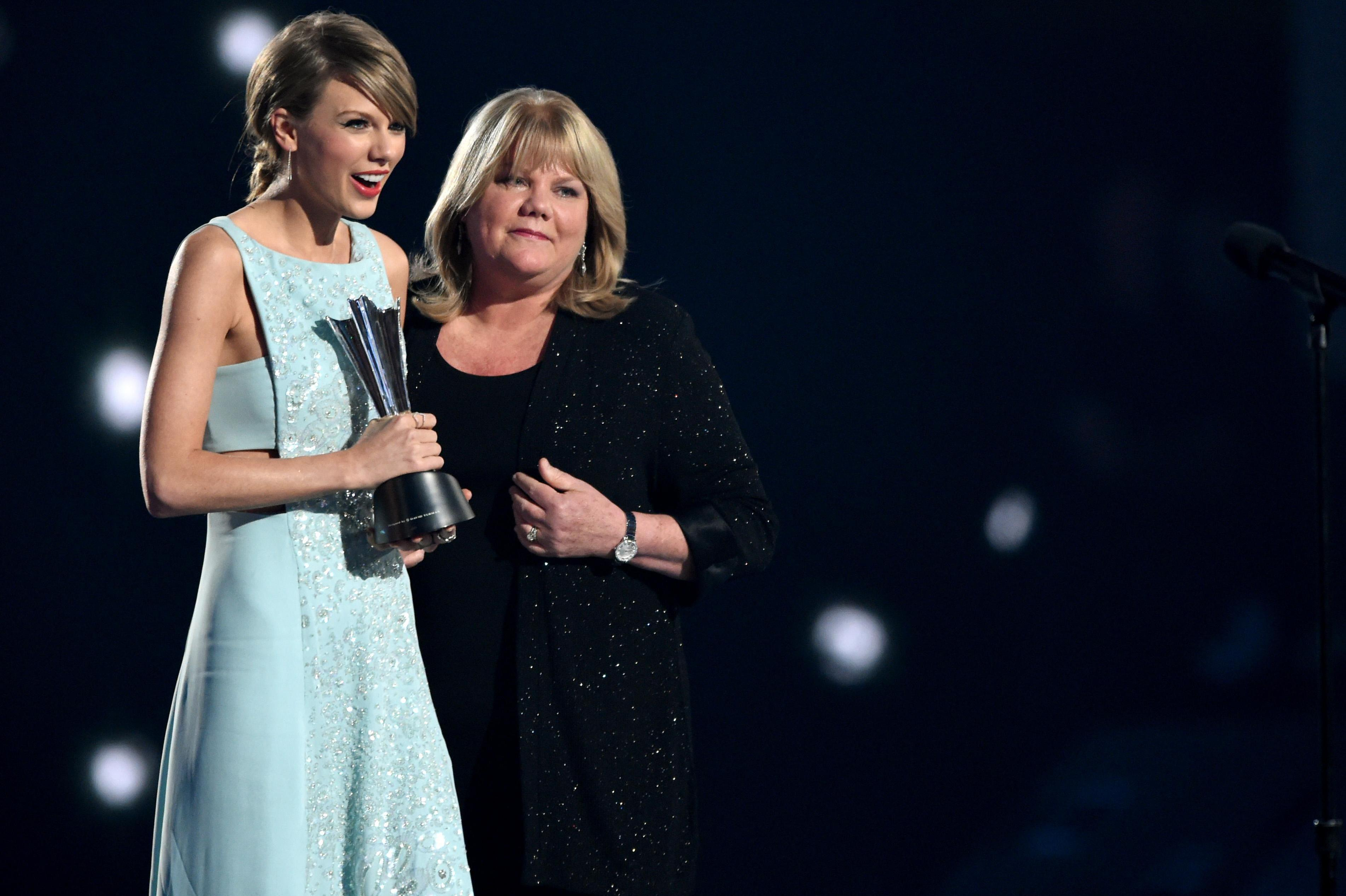 6 Must-See Moments From the 2015 ACMs