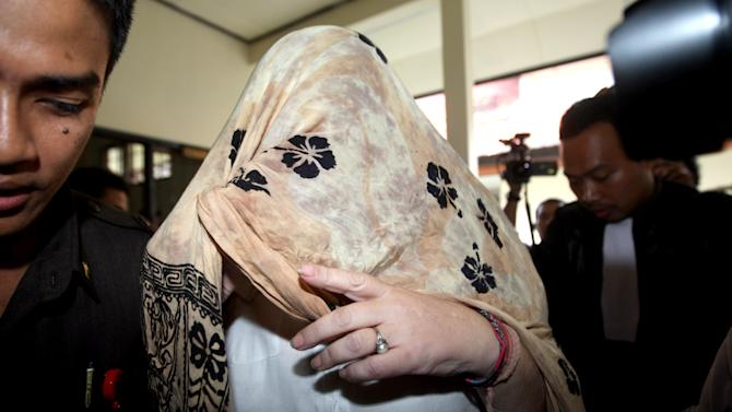 Lindsay June Sandiford of Britain, center, is escorted to a holding cell after her verdict was announced at a courthouse in Denpasar, Bali island, Indonesia, Tuesday, Jan. 22, 2013.  The Indonesian court sentenced Sandiford to death on Tuesday for smuggling cocaine worth $2.5 million into the resort island of Bali — even though prosecutors had sought only a 15-year sentence.  (AP Photo/Firdia Lisnawati)