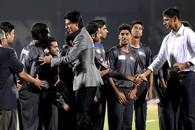 Indian Bollywood actor Shah Rukh Khan (C) and former Indian cricketer Rahul Dravid (R) meet the teams during the grand opening ceremony of the Toyota University Cricket Championship (TUCC) first match
