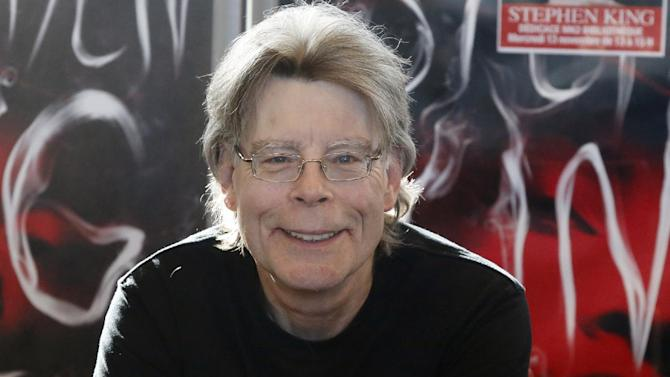 FILE - In this Nov. 13, 2013 file photo, author Stephen King poses for the cameras, during a promotional tour for his latest novel, 'Doctor Sleep', a sequel to 'The Shining', in Paris.  King is one of several artists who will receive the National Medal of Arts from President Barack Obama at a White House ceremony. The president and first lady Michelle Obama will present the award Sept. 10, 2015 to King and 11 others. (AP Photo/Francois Mori)