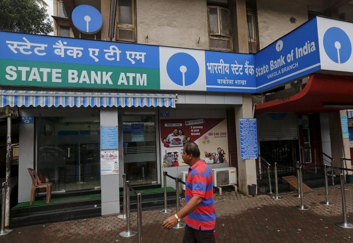 "RBI names SBI, ICICI two banks ""too big to fail"""