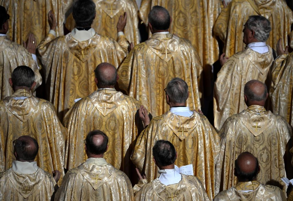 Hot-button topics up for debate at Vatican synod on family