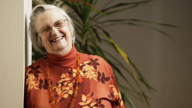 FILE - In an Oct. 12, 2009, file photo, Elinor Ostrom poses for a portrait in Bloomington, Indiana, after becoming the first woman to win a Nobel Prize in economics.  A university spokesman said Ostrom died from cancer Tuesday, June 12, 2012, at a Bloomington hospital. She was 78. (AP Photo/AJ Mast, File)