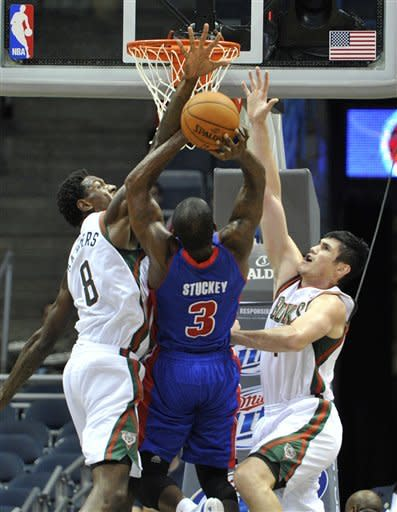 Ilyasova scores 22 points, Bucks beat Pistons