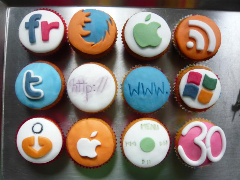 10 Awesome Apps that Help You Manage Your Social Media Accounts