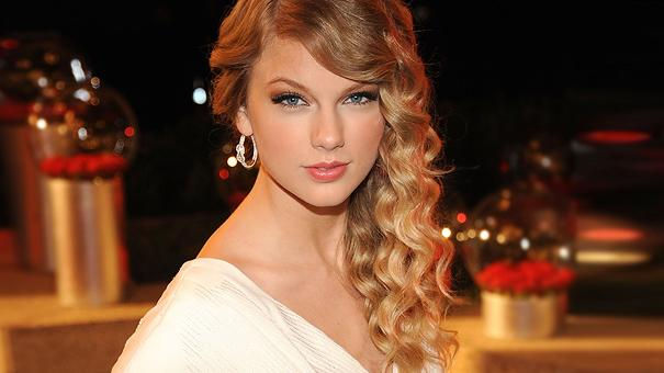 Taylor Swift thumb