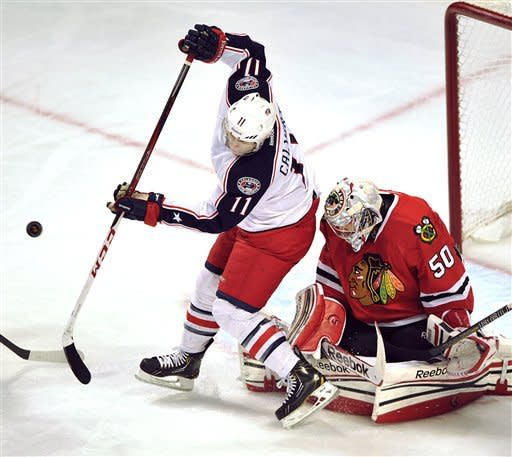 Crawford, Shaw stretch Blackhawks' streak to 18