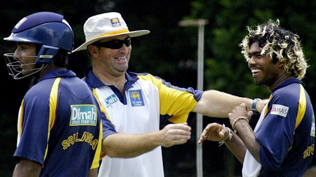 Sri Lanka?s Lasith Malinga (R) and assistant coach Paul Fabrace (C) laugh as Kumar Sangakkara (Reuters)