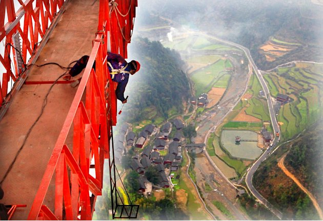 Inilah Jembatan Gantung Tertinggi di Dunia - http://info-infounik.blogspot.com